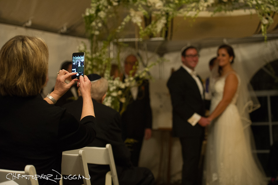 Should You Have A Tech-Free Wedding Day?
